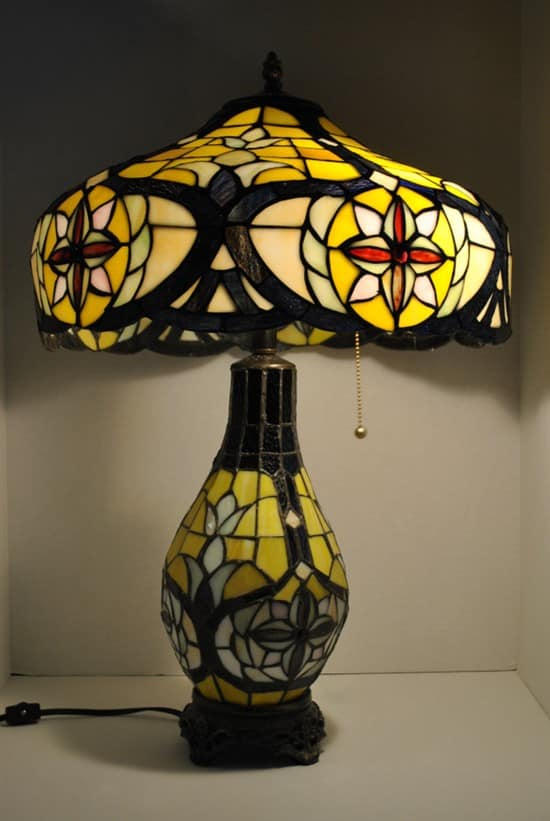 beautiful tiffany style stained glass table lamp 27 5 h. Black Bedroom Furniture Sets. Home Design Ideas